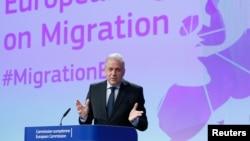 Komisioner Eropa untuk Migrasi dan Urusan Dalam Negeri Dimitris Avramopoulos memberikan keterangan dalam sebuah konferensi pers di markas Komisi Uni Eropa di Brussels, Belgia, 2 Maret 2017. (Foto: dok).