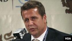 Brad Drewett berbicara pada media di Thailand Terbuka, semasa menjabat sebagai staf senior ATP (foto:dok).