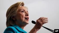 Ứng cử viên tổng thống đảng Dân chủ Hillary Clinton phát biểu tại 1 cuộc mít tinh ở Reno, Nevada, 25/8/2016.