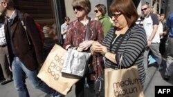 Chi tiêu của người tiêu thụ Mỹ đã gia tăng trong 6 tháng vừa qua