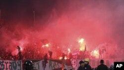 2月1号,埃及两支足球队阿尔•马斯利队和阿尔•阿赫利队比赛结束后,球迷发生暴力冲突。