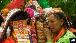 کیلاش قبیلے کی خواتین (فائل فوٹو)