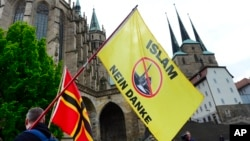 ملیگرایان هفتۀ گذشته در مخالفت با اعمار یک مسجد در آلمان مظاهره کردند