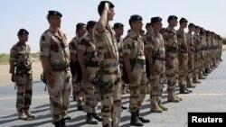 Pasukan Perancis saat bertugas dalam misi di Timbuktu, 23 April 2013 (Foto: dok) Perancis mengirim sekitar 1.000 tentara ke Republik Afrika Tengah untuk mendukung penjaga perdamaian Afrika.