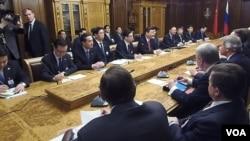西方制裁考驗俄中關係。中國領導人習近平去年3月訪問俄羅斯國家杜馬。(美國之音白樺攝)