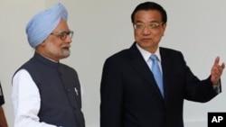 中国总理李克强(右)和印度总理曼莫汉·辛格(左)(资料照片)