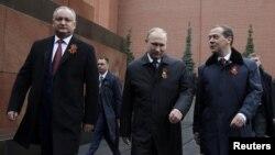 Игорь Додон, Владимир Путин и Дмитрий Медведев