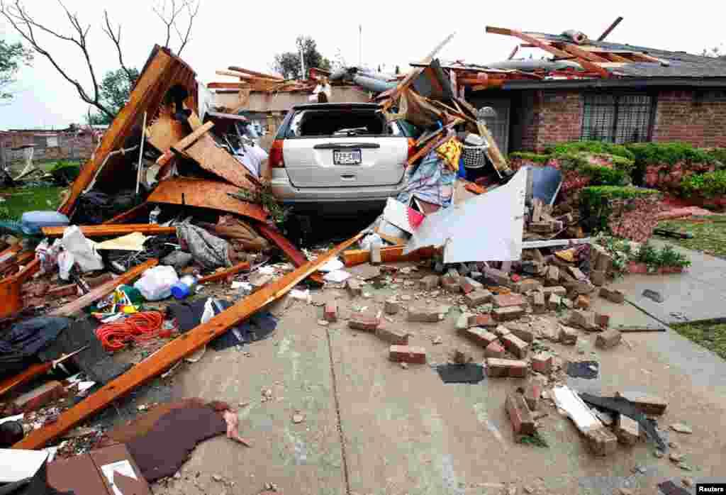 Muchas casas fueron destruidas por la serie de tornados que afectaron Lancaster. (Reuters)