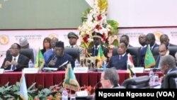 Mahamadou Issoufou du Niger, Idriss Deby Itno du Tchad, Denis Sassou N'Guesso de la République du Congo et Mohamed ould Abdel Aziz de Mauritanie , Brazzaville, le 27 janvier 2017
