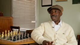 华盛顿市国际象棋老师尤金•布朗 (视频截图)