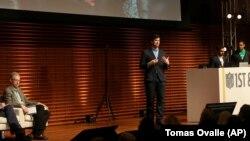 """Osnivač startap kompanije """"LiveLike"""" Andre Lorenso prilikom predstavljanja svoje aplikacije"""