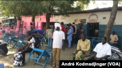 Les consommateurs désertent les débits de boissons, au Tchad, le 21 janvier 2020. (VOA Afrique/André Kodmadjingar)