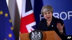 La Cámara de los Comunes acordó el lunes 25 de marzo de 2019 asumir el control del calendario parlamentario el miércoles para que los diputados puedan votar sobre las alternativas al pacto de salida negociado entre Theresa May y la UE.