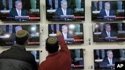 Israelíes observan al primer ministro, Benjamin Netanyahu, hablando ante el Congreso de Estados Unidos.