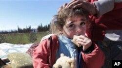 시리아-레바논 국경지역으로 피난하는 홈스 시민들.