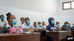 Bana ba kelasi na ba masques na institut Rév♪0rand Kim, na kinshasa, 10 aout 2021.