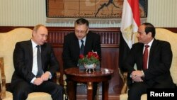 Russia's President Vladimir Putin, left, and Egypt's President Abdel Fattah al-Sisi, right, attend meeting at Cairo International Airport, Feb. 9, 2015.