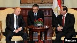 블라디미르 푸틴 러시아 대통령(왼쪽)이 9일 이집트를 방문해 압델 파타 엘시시 이집트 대통령과 회동했다.