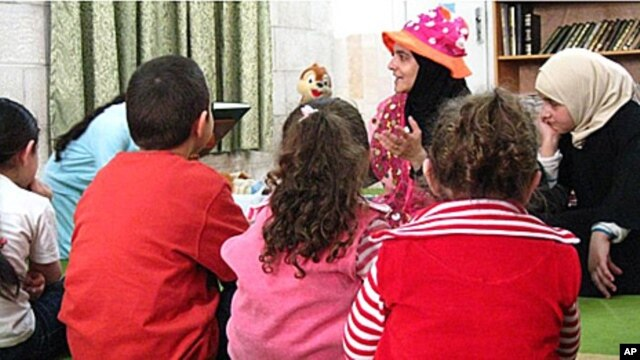 Rana Dajani began her library program by reading to children in a neighborhoodl mosque in her native Jordan.