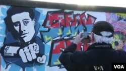 Protesters Block Dismantling Part of Berlin Wall