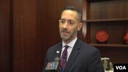 리처드 존슨 전 백악관 국가안보회의 비확산 담당 국장이 23일 VOA와 인터뷰하고 있다.