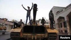 """Las consecuencias pueden ser """"desastrosas"""" sino llegan las soluciones, dijeron los militares en una seria advertencia."""