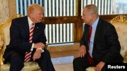 PM Israel Benjamin Netanyahu (kanan) saat bertemu Donald Trump (ketika itu masih Capres AS) di New York, 25 September 2016 lalu (foto: dok).
