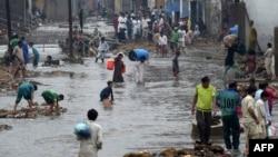 شہر کے زیادہ تر علاقے پانی میں ڈوبے ہوئے ہیں اور لوگوں کو آنے جانے میں شدید مشکلات کا سامنا کرنا پڑ رہا ہے۔ 27 اگست 2020