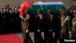 11일 이스라엘 군에 의해 사망한 지아드 아부 아인 팔레스타인 장관의 장례식이 거행되고 있다.