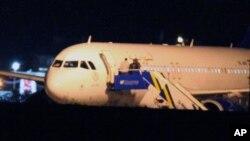 Сирийский пассажирский самолет в аэропорту Анкары, Турция, 10 октября 2012г.