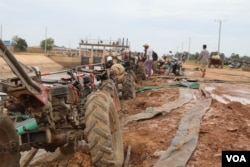 Farmers use two-wheel tractors to pump water from a twenty-kilometer irrigation system built by a Chinese company in Cambodia's western Pursat province, December 18, 2019. (Sun Narin/VOA Khmer)