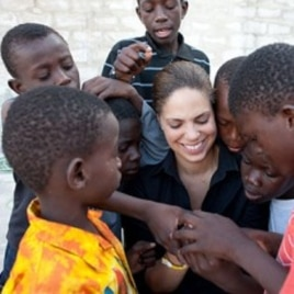 Soledad O'Brien with the children of the Lighthouse orphanage in Port-au-Prince