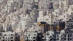 آرشیو: در این تصویر ساختمان های قدیمی و ادغام شدن آن با ساختمان های جدید را در محله «هار هوما» مشاهده می کنید