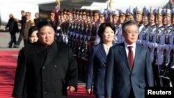 Cənubi Koreya prezidenti Mun Ca-in Şimali Koreya lideri Kim Conq Unla görüş keçirmək üçün Pxenyana səfər edib, 20 sentyabr. 2018.