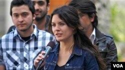 La líder de la Confech, Camila Vallejo, que agrupa a 25 federaciones de estudiantes, inició una campaña para internacionalizar el problema de la educación chilena.
