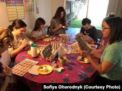 Майстер-клас у Каліфорнії під керівництвом художниці Софії Огородник