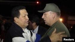 """""""Estoy muy feliz, como ustedes ven, de llegar aquí de nuevo"""", expresó el presidente de la República, Hugo Chávez, a su arribo al aeropuerto de Maiquetía alrededor de las 2:30 de la madrugada de este viernes."""