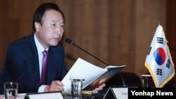 30일 서울에서 열린 제13차 '북한자유이주민인권을 위한 국제의원연맹(IPCNKR)' 총회에서 상임공동의장인 홍일표 의원이 개회사를 하고 있다.