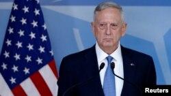 """""""El contribuyente estadounidense ya no puede cargar con una desproporcionada porción de la defensa de los valores occidentales"""", dijo Mattis a sus colegas."""