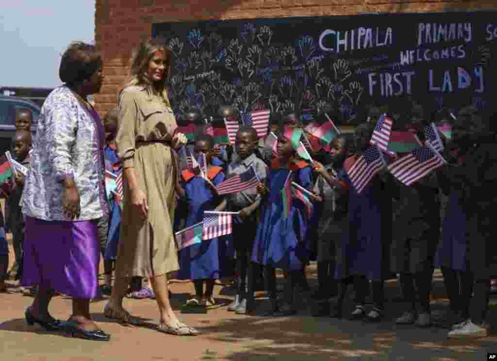 В Малаві перша леді США Меланія Трамп відвідала початкову школу міста Лілонгве, 4 жовтня 2018 року.