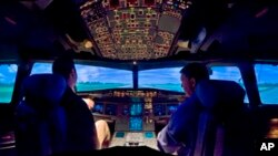 "A U.S. Airways Airbus A320 simulator is shown at the airline's Charlotte training center in Charlotte, N.C., on Feb. 22, 2009. Based at the airport, the training center each year hosts about 20,000 US Airways employees, including a majority of the airline's pilots and flight attendants. Jeff Skiles, the first officer on Flight 1549, completed training on the Airbus A320 about a month before his plane was struck by birds, causing an engine failure that led to the water landing by Capt. Chesley ""Sully"" Sullenberger. (AP Photo/The Charlotte Observer, Gary O'brien)"