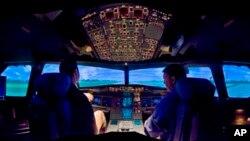 美国航空公司的空客A320模拟机在北卡罗来纳州的夏洛特航空公司展览(资料照片)。