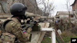 Офицер спецназа МВД России во время спецоперации