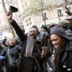 Manifestations d'Ivoiriens de France devant leur ambassade à Paris