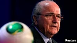 Presiden FIFA Sepp Blatter mengimbau Iran menghapuskan larangan bagi perempuan menonton sepakbola di dalam stadion (foto: dok).