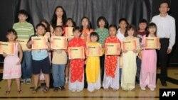 Lễ mãn khóa trường Việt ngữ Hoài Hương tháng 5/2011