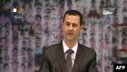 ພາບທີ່ຖ່າຍທອດ ໂດຍໂທລະພາບ ຂອງລັດຖະບານຊີເຣຍ ສະແດງໃຫ້ເຫັນ ປະທານາທິບໍດີ Bashar al-Assad ກ່າວຄໍາປາໄສ ໃນວັນອາທິດ ທີ 6 ມັນງກອນ 2013.