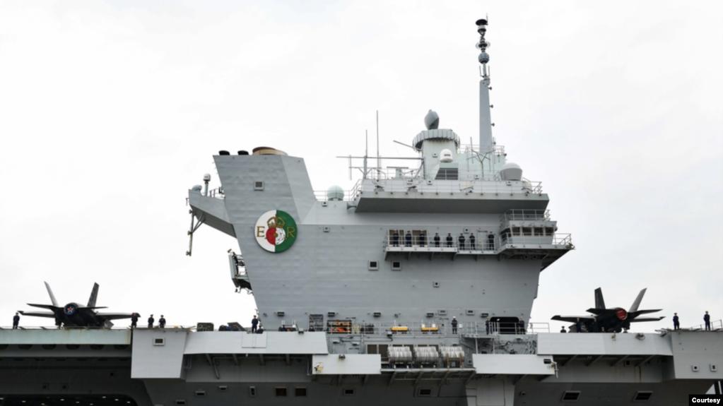 """参加演习的航母之一,英国皇家海军""""伊丽莎白女王""""号(HMS Queen Elizabeth)航母(英国皇家海军照片)"""