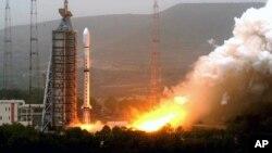 Hình tư liệu - Vệ tinh dự báo thời tiết Olympic được phóng bởi tên lửa chuyên chở Trường Chinh 4C từ Trung tâm Phóng Vệ tinh Thái Nguyên ở tỉnh Sơn Tây.