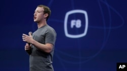 "CEO Facebook Mark Zuckerberg berbicara di Konferensi Developer Facebook F8 di San Francisco pada 25 Maret 2015. Pada 15 September Zuckerberg mengatakan Facebook mungkin akan menghadirkan tombol yang memungkinkan penggunanya mengungkapkan perasaan selain ""suka."""